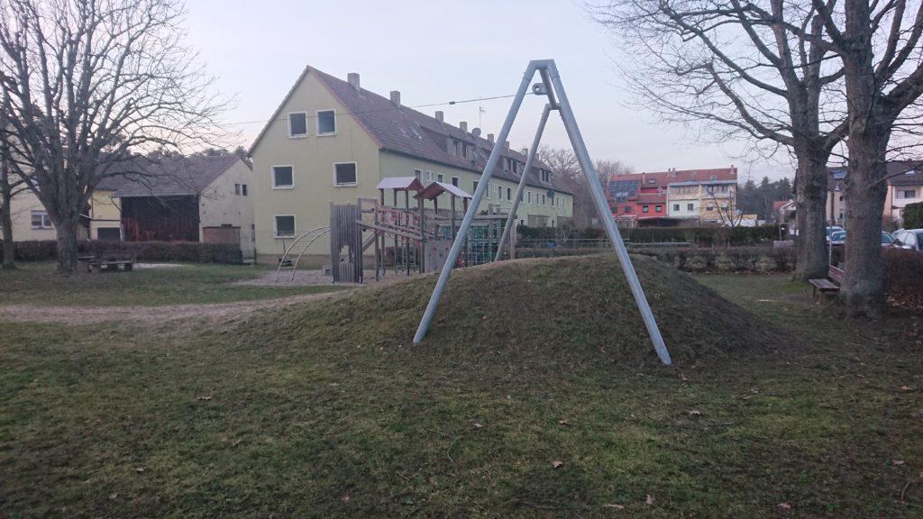 Blick vom Spielplatz auf die Gebäude des Eichenweg, die für das neue Quartier abgerissen werden